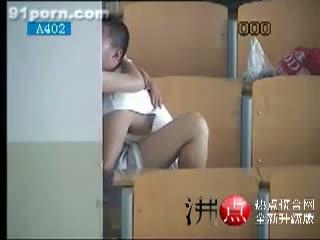 【素人】誰もいないことをいいことに、自習室でセックスしている中国人カップルを盗撮