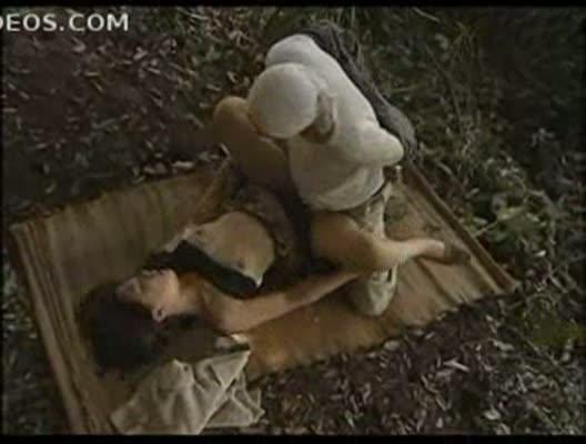 林の中で落ち合い、会って早々激しいSEXでお互いに身体を求め合う二人