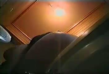 【素人】便器の中に設置された隠しカメラがとらえた女性のオナニー現場w